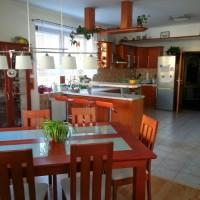stůl, bar, kuchyňská linka