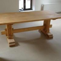 stůl masiv