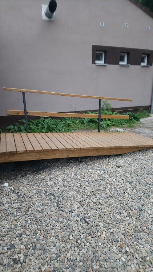 Nájezd na kovové konstrukci s dřevěnou podlážkou