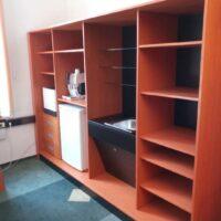 skříň s kuchyňským zařízením do kanceláře