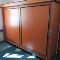 skříň s vestavnou kuchyňkou - dveře dýhované